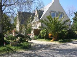 Chez Renée et Raynal B&B, Plounévez-Lochrist (рядом с городом Keremma)