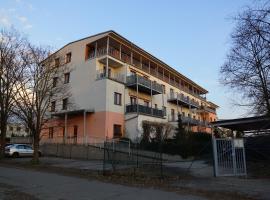 Apartment Mrstikova, Hradec Králové (Běleč nad Orlicí yakınında)