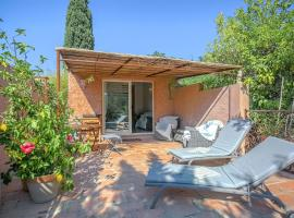 Holiday Home Maison De Vacances - Grimaud 2, Гримо (рядом с городом L'Avelan)