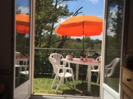 T3 en duplex avec jardin et piscine, Барботан-ле-Бен (рядом с городом Gabarret)
