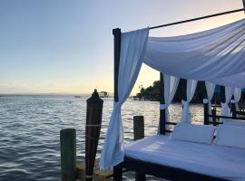 Bocas Beach Club & Suites, Carenero