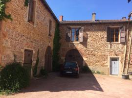 Gites du chateau du Breuil, Salles-Arbuissonnas