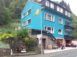 Pension zum Ahrtal, Altenahr (Kalenborn yakınında)