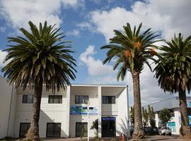Three Palms Lodge