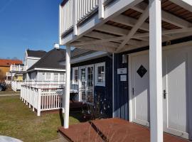 Blaues Haus am See
