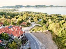 Pandion Lake View Boutique Hotel & Suites, Neochori