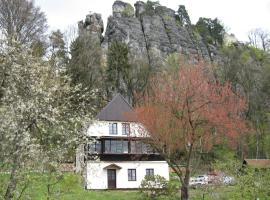 Panteon Basecamp, Malá Skála (Vranové yakınında)