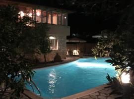 Ninas Luxurius Stone Villa, Astros
