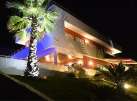 Studios de luxe + piscine (2 à 6 personnes), L'Escarène (рядом с городом Coaraze)