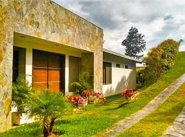Casa de Campo Bosques del Lago, Los Santos (La Fuente yakınında)