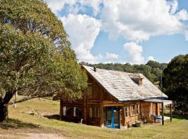 Log cabin in Snowy Mountains, Nimmitabel (Holts Flat yakınında)