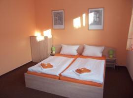 Hotel Sádek, Díly (Pivoň yakınında)