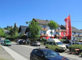 Land-gut-Hotel zur Burg Nürburgring-Eifel, Nürburg (Quiddelbach yakınında)