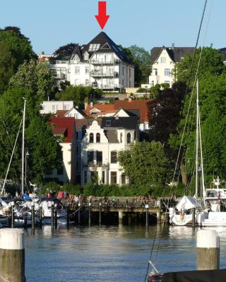 Stadtvilla mit Hafenpanorama