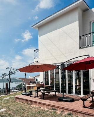 Yeosu Blooming Pension