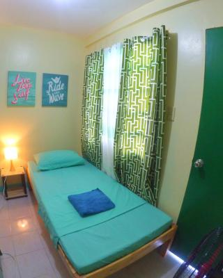NoMadsMNL Backpackers Homestay
