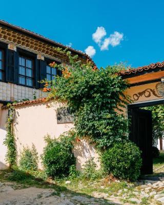 Zoev House