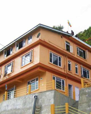 Tenzing Retreat, Lachung