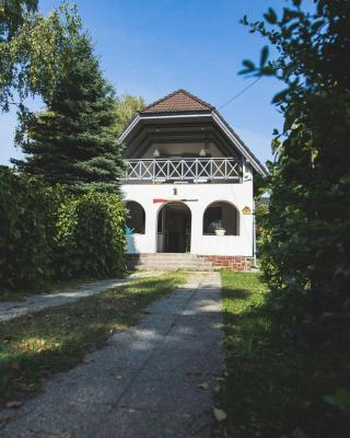 Csónakos ház / The boat house
