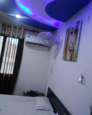Hotel Divine Inn