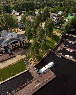 Port Vesiegonsk Hotel