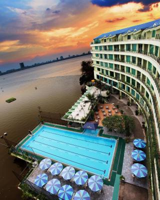 The Hanoi Club Hotel & Lake Palais Residences
