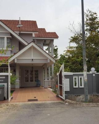 Corner House Near KLIA and Sepang Circuit