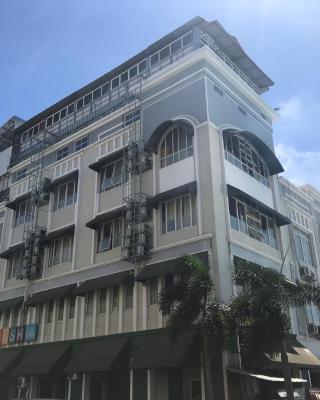 Hash Inn Marina
