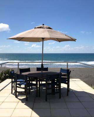 Oakura Beach Front Holiday Home