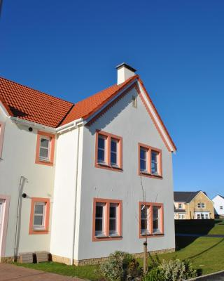 The Neuk- contemporary coastal apartment