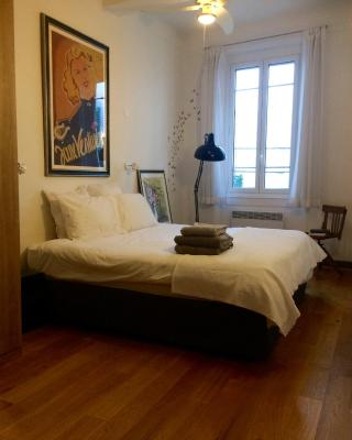 2 bedroom cool apartment in the old town of Antibes