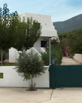 Aigeirousai Apartments