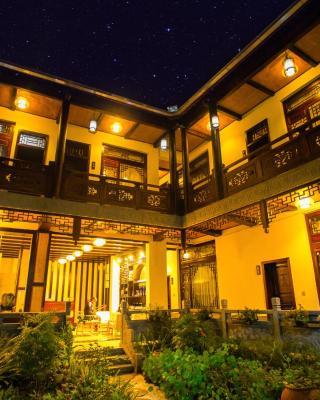 Tengchong Heshun Qishe Inn