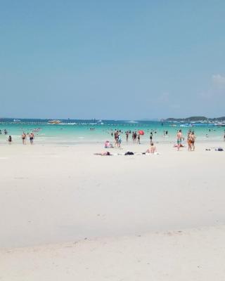 Koh Larn De Beach