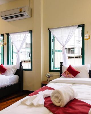 Srisomboon Hostel