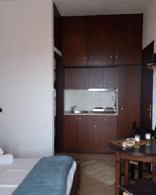 Manolis Rooms