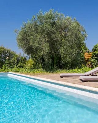 Loft dans Villa piscine partagée