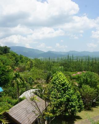 Baan Nuen Kao at Suan Phueng