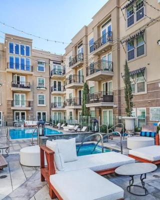 Luxury 2 Bedroom Hollywood Apartment in Prime Location