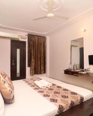 Gurjeet Hotel By Naavagat