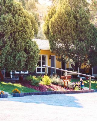 Pines Motel