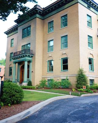 Inn at 835 Historic Bed & Breakfast