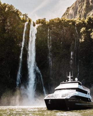 Milford Sound Overnight Cruise - Fiordland Discovery