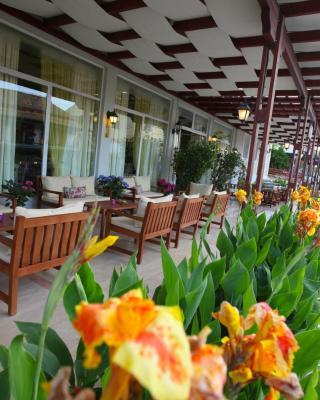 Oassis Hotel