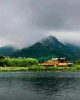 Houseboat Khan Palace