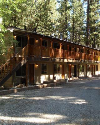 Goldmine Lodge & Black Bear Cottages