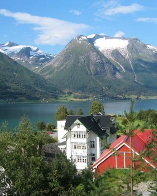Hjelle Hotel