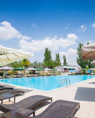 Cross Resort Hotel