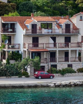 Apartments Malo Lago
