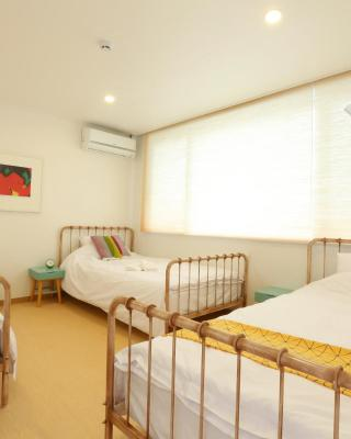 PandaGo Guesthouse - Female Only